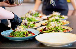 Salat anrichten - Events By Gildner